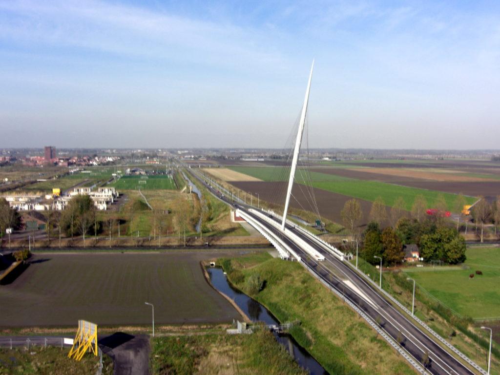 Aerfotos Calatrava brug, Luzernestraat, Nieuw Vennep, NL, 2008-10-25